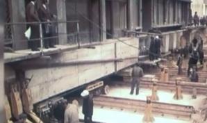 Un bloc de 3.100 de tone, mutat pe roţi, cu locatarii înăuntru. S-a întâmplat în Bucureşti, în 1983