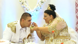 Cea mai EXTRAVAGANTĂ nuntă. Costumele lor au uimit o lume întreagă. VIDEO