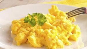 Aşa faci cea mai bună omletă grecească. Ingredientul care-i dă tot gustul!
