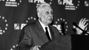 Zi de doliu în politică. Trupul fostului lider PNL, Radu Câmpeanu, va fi depus la Senat