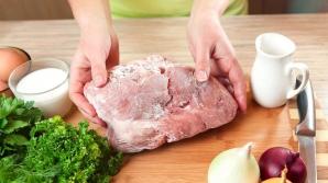 Cum să decongelezi carnea în doar 5 minute. Este adevăratul secret al bucătarilor