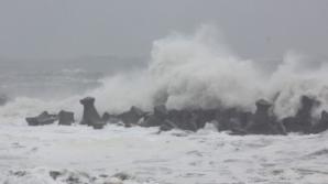 Porturile maritime din Constanţa, închise din cauza furtunii