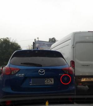 Sigur ai văzut asta în trafic! De ce îşi pun şoferii simbolul crucii pe maşină