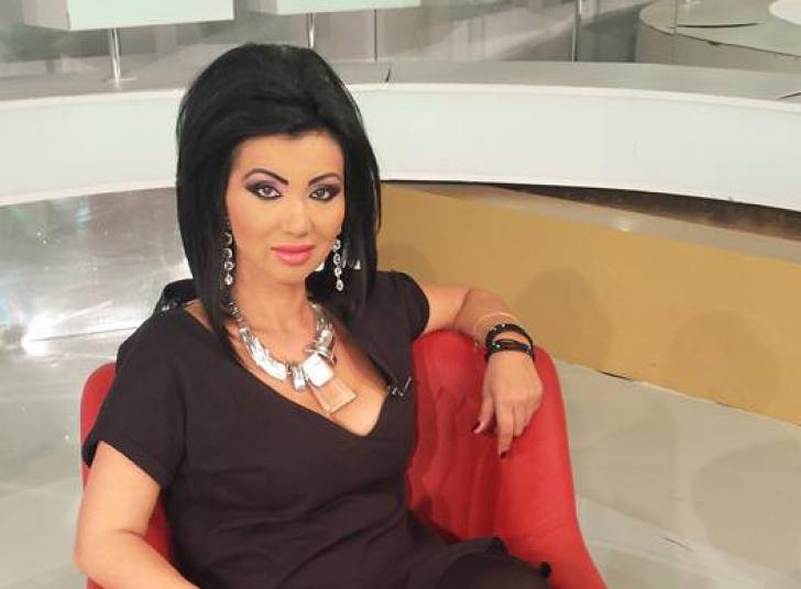 Scandal monstru cu Adriana Bahmuţeanu. Au dat-o afară de la emisiune