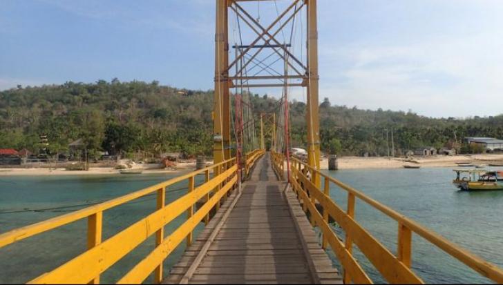 TRAGEDIE în Indonezia! Cel puțin 8 morți și 30 de răniți după prăbușirea unui pod între două insule