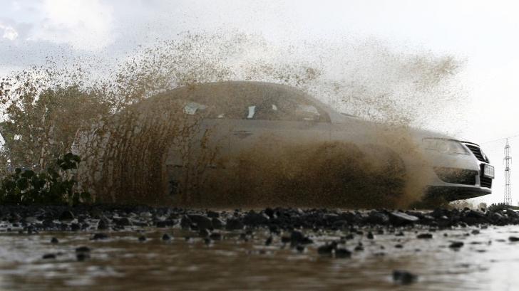 Vom scăpa complet de bălțile formate pe șosele la fiecare ploaie puternică. Iată cum