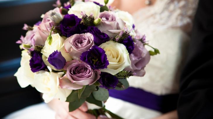 A pus o aspirină în vaza în care avea pus buchetul de flori de la nunta ei. Efectul, de neimaginat