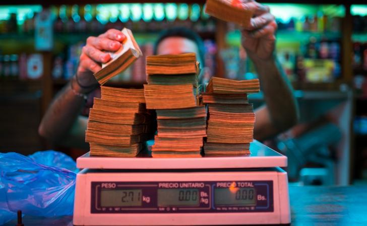 Bani pe cântar în Venezuela / sursa foto: Bloomberg