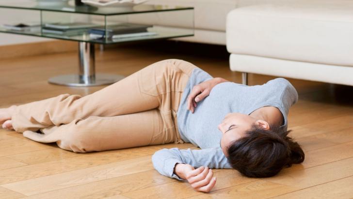 Ce se întâmplă dacă leşini şi nu te trezeşte nimeni? Este mai grav decât credeam