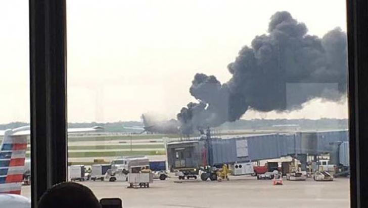 Avion în flăcări la Chicago