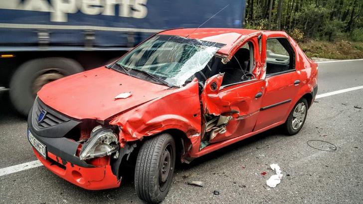 Aproape de dramă. Cântăreţ român, grav accident auto. În maşină mai era un artist