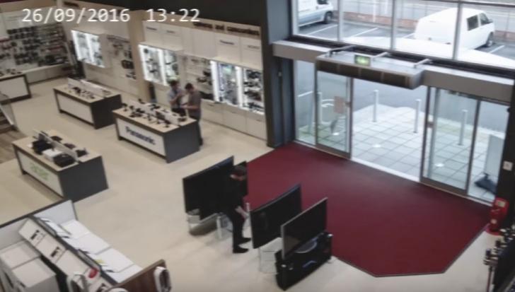 Cel mai ghinionist bărbat? Ce a păţit într-un magazin face înconjurul lumii - VIDEO