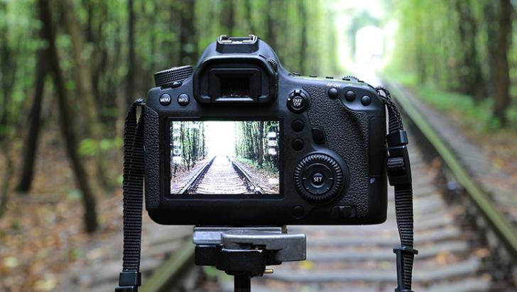 eMAG - TOP 6 cele mai ieftine aparate foto DSLR. Preturile incep de la 1.500 de lei