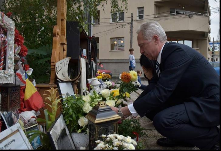 Ambasadorul SUA la Bucureşti, Hans Klemm, a mers la Clubul Colectiv pentru a aduce un omagiu