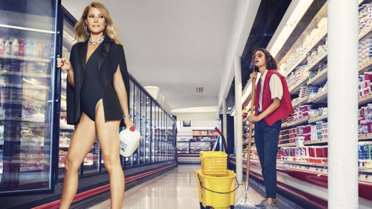 Gwyneth Paltrow, la 44 de ani, pe jumătate dezbrăcată în paginile unei reviste