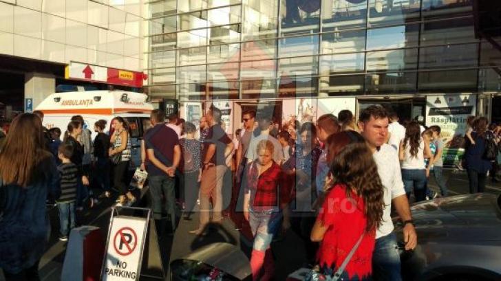 Panică la mall-ul din Iaşi. Sute de persoane evacuate. Mai mulţi copii au suferit atacuri de panică