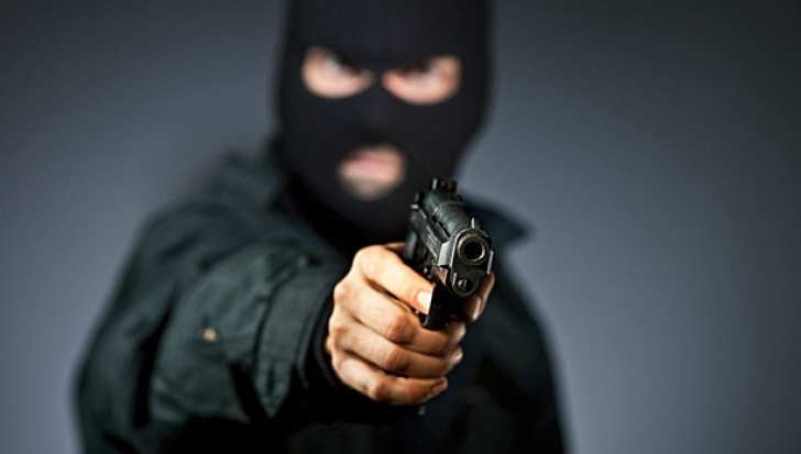 Tentativă de jaf armat într-un club din Timişoare. Imagini surprinse de camerele de supraveghere