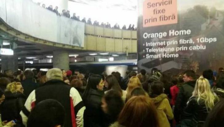 Circulaţia, paralizată la metroul din Capitală. Trei femei au leşinat în 30 de minute