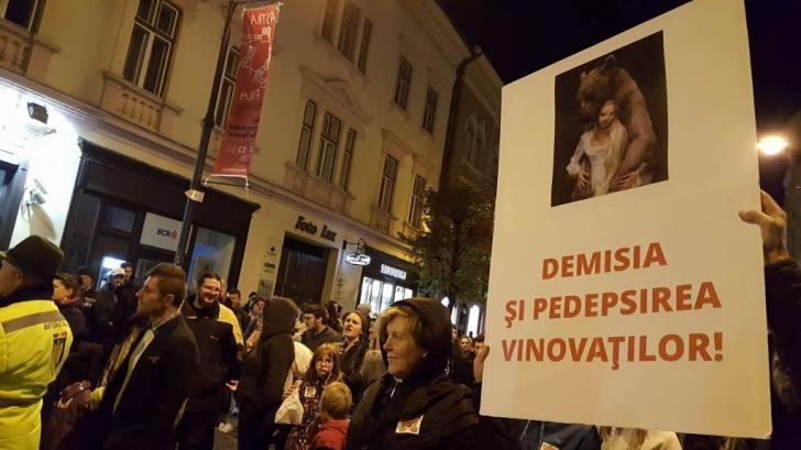 PROTEST în Capitală, faţă de uciderea puiului de URS / Foto: Ora de Sibiu