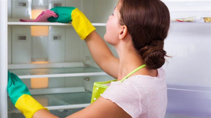 Cel mai periculos loc din frigiderul tău. Poate conţine peste 8000 de bacterii!