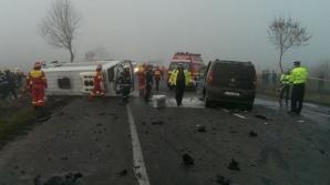 Accident grav cu un microbuz pe DN2: 3 morţi şi 18 răniţi