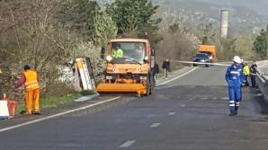 Conductă de apă, fisurată pe DN1. Traficul rutier se desfăşoară îngreunat