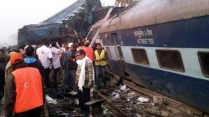 Un tren de pasageri a deraiat în nordul Indiei: Cel puțin 95 de morți