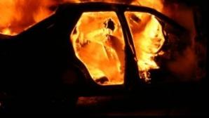 Maşină în flăcări pe Autostrada Soarelui. Traficul este blocat