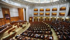 Scandal în Parlament după adoptarea creşterilor salariale. PNL: În sală au fost doar 168 de deputaţi