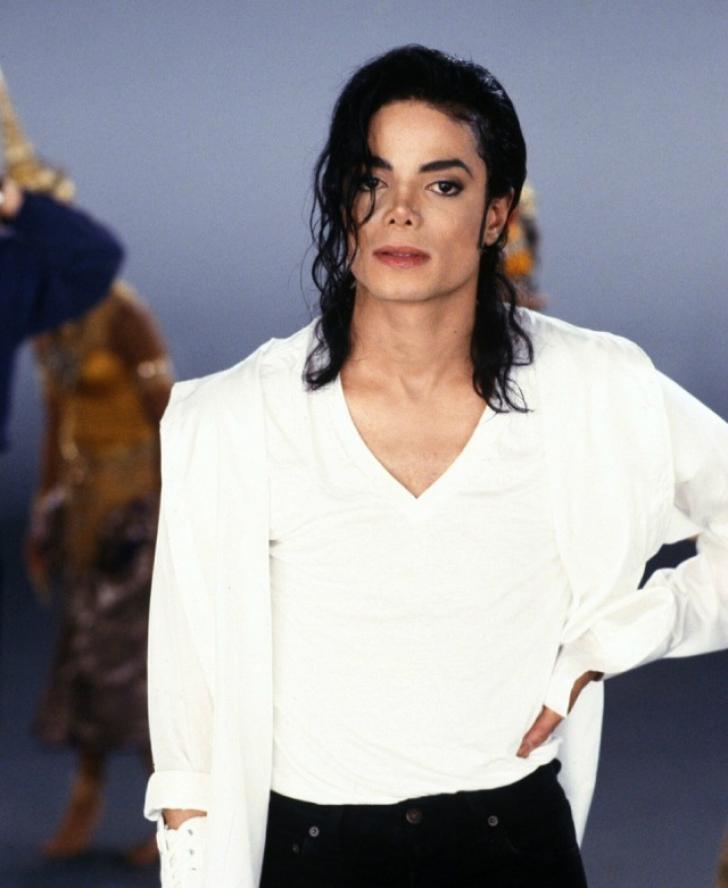 Incredibil: cum ar fi arătat Michael Jackson la 50 de ani, dacă nu făcea nicio operaţie estetică