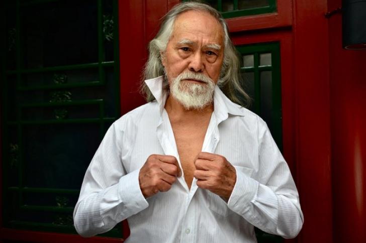 Manechin la 80 de ani: bărbatul din China care pare că sfidează timpul