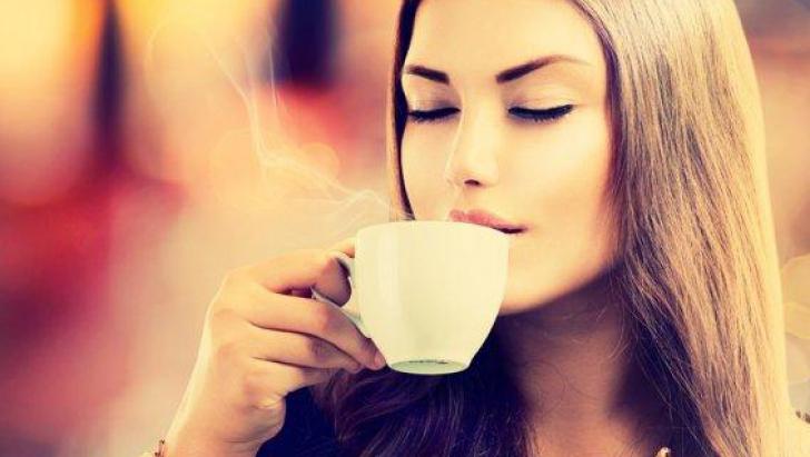 Pune lămâie în cafea în fiecare zi. După două săptămâni, efectul va fi incredibil