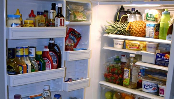 Greşeala pe care o facem toţi când punem LAPTELE la frigider. Cum păstrezi alimentele ca să reziste