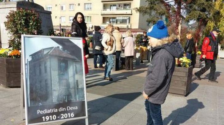 Protest inedit în Deva! Mamele şi-au luat copiii şi au ieşit în stradă. Care este motivul?