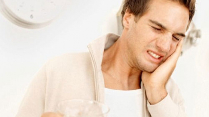 Asta e cea mai uşoară metodă prin care scapi de durerile de dinţi! Stomatologii sunt uimiţi!