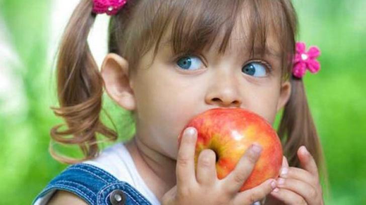 Elevii defavorizaţi vor primi ajutor pentru hrană