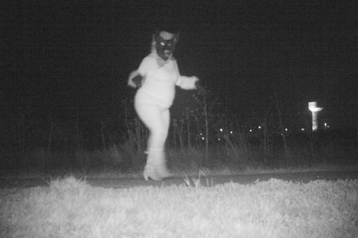 Poliția a montat camere de luat vederi într-un parc din oraș. Ce se întâmplă noaptea acolo e șocant