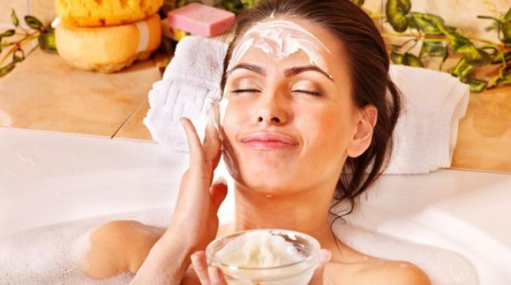 Îţi ajută pielea să lupte împotriva frigului. Miraculoasa mască de față cu orez