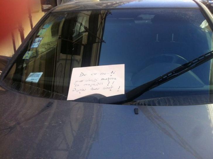 A parcat maşina pe trotuar şi când s-a întors, a găsit un bilet pe parbriz. Ce scria în el- FOTO