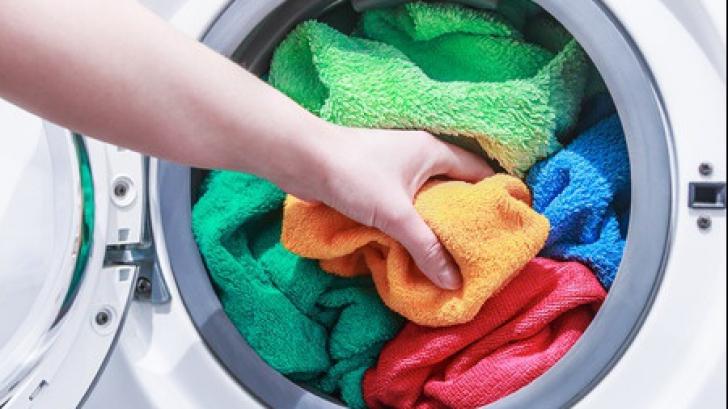 Cât de des se spală prosoapele de baie?