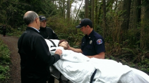 Un bărbat muribund a fost adus în pădure. Când s-a atins de un copac, i s-a împlinit ultima dorinţă