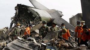 Un avion militar s-a prăbușit în Indonezia: Toate cele 13 persoane aflate la bord au murit