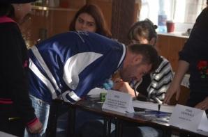Alegeri parlamentare 2016. Fotografia zilei: un bărbat fără mâini a mers la vot