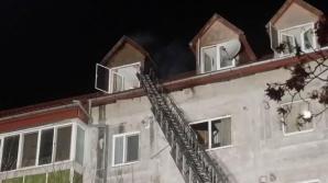 Panică în Timişoara! Incendiu la mansarda unui bloc: zeci de oameni, evacuaţi