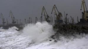 Constanța: Activitatea în porturile maritime, suspendată din cauza furtunii