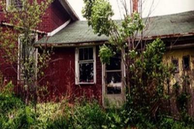 Avea pasiunea de a poza case dărăpănate. A intrat în această locuinţă. ŞOC! Ce a găsit, a marcat-o