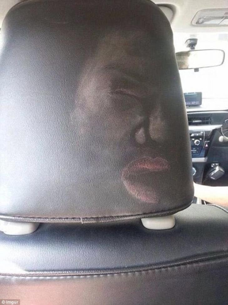 Fotografie şoc: faţa unei femei, imprimată pe tetieră în urma unui accident auto
