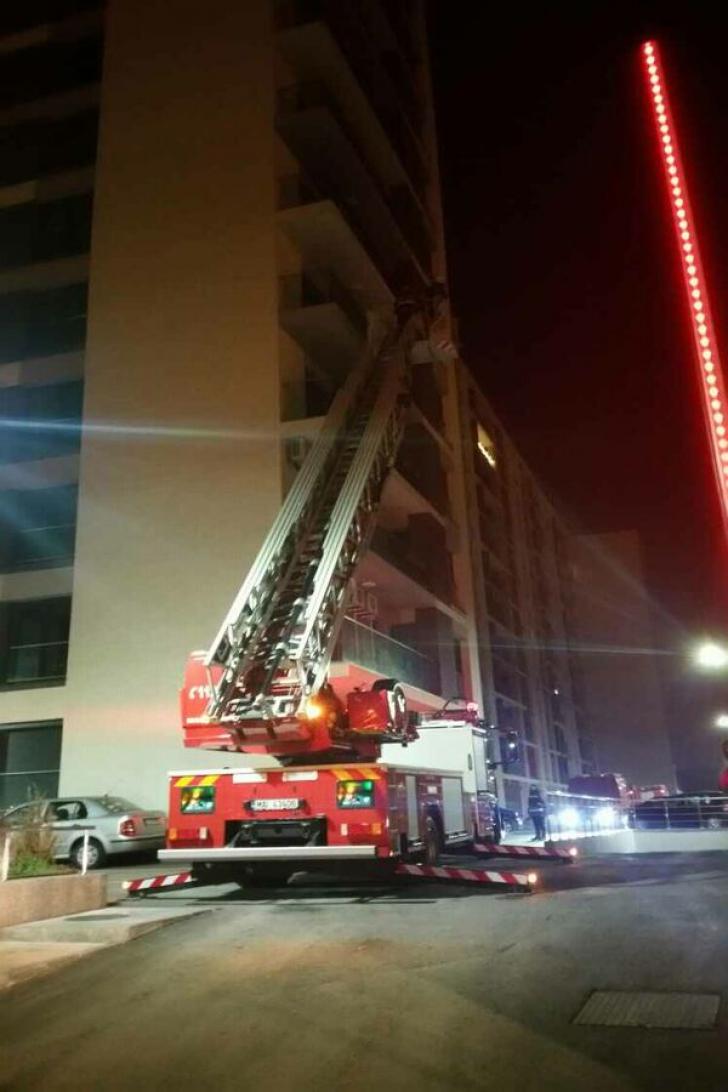 INCENDIU într-un bloc de 11 etaje, în cartierul Crângaşi din Capitală