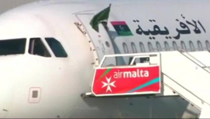 Pasagerii avionului libian deturnat au sosit la Tripoli din Malta