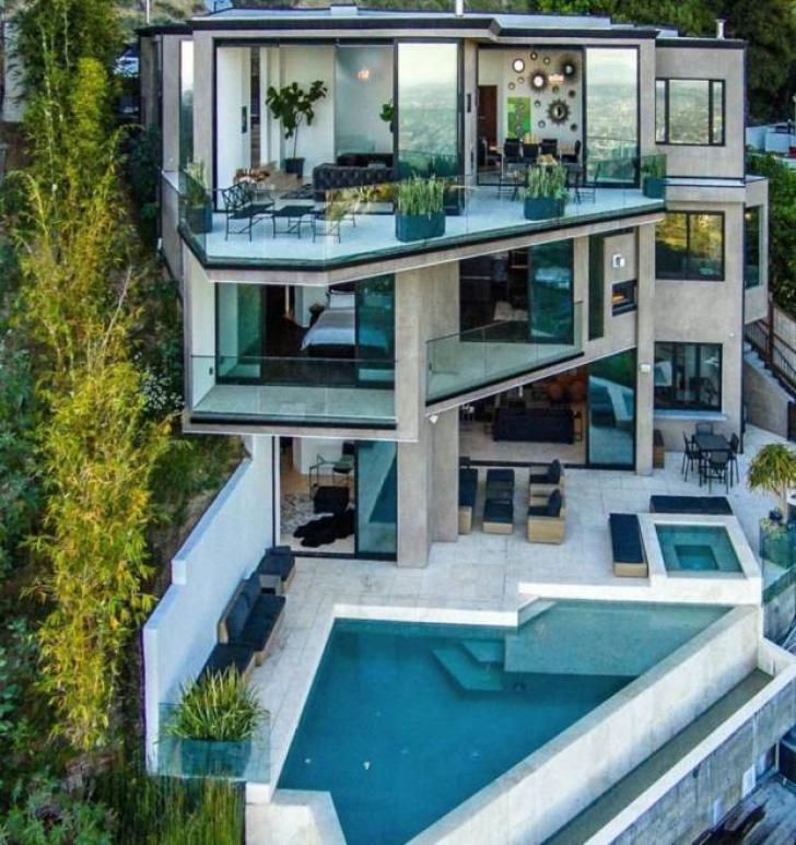 A jucat Minecraft pe calculator şi a câştigat 4,5 milioane$. Ce casă futuristă şi-a cumpărat...